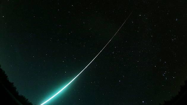Meteority, jejichž pád ve čtvrtek nad ránem prozářil oblohu nad pomezím České republiky Německa, posypaly zemský povrch v části alpské oblasti.