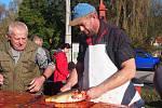 Organizátorům zvěstovských rybích hodů počasí v sobotu 12. října vyšlo skvěle.