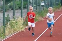 Z atletických závodů pro nejmladší děti v Benešově.