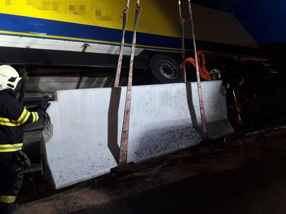 Dopravní nehoda kamionu na dálnici D1.