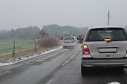Situace na silnici číslo 106 u Chlístova v pondělí 19. listopadu ráno, kolem osmé hodiny.