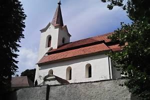 Farní kostel Navštívení Panny Marie z poloviny 13. století ve Šlapánově.