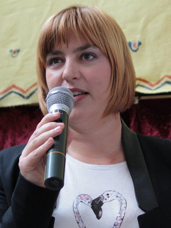 Marina Odvárková, dcera ilustrátora radka Pilaře přijala pozvání do Bystřice na oslavy padesátých narozenin Večerníčka, jehož autorem je právě její otec.
