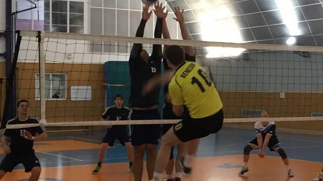 Benešovští volejbalisté si bez větších problémů poradili s Dobříší, jenž v loňské sezoně hrála národní ligu.