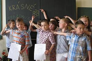 Předávání vysvědčení v 1.D Základní školy Jiráskova v Benešově.