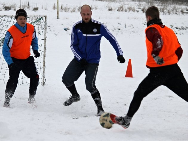 Fotbalisté Týnce při svém prvním letošním tréninku.