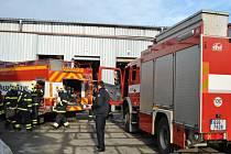 Cvičení prováděli hasiči v sázavských sklárnách.