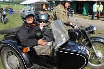 Páté setkání majitelů motocyklů Ural a Dněpr v Poříčí nad Sázavou.