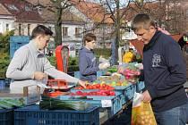 V nabídce farmářských trhů bylo maso, sýry, sladkosti, ale i keramika či ovoce a zelenina.