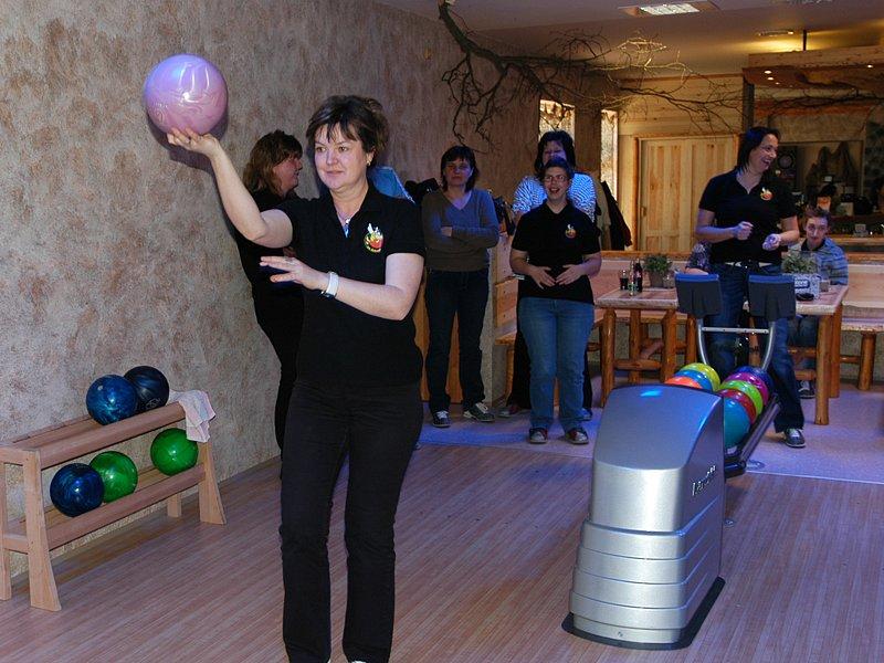 Praktická výuka žáků z Katušky ve Stone bowling baru v Tyršově ulici.