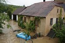 Jeden z domů, který zaplavila voda z vlašimské Blanice.