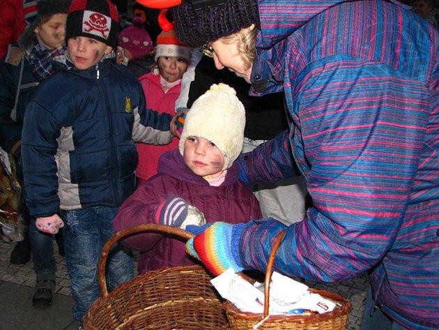 Soutěže  pro děti připravilo na náměstí Mateřské centrum Hvězdička a benešovský Dům dětí a mládeže.