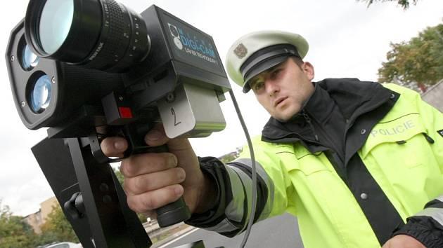 Policisté na Benešovsku ztrátou auta s radarem ochromeni nejsou. Mají i jiné prostředky, jak změřit rychlost jízdy aut.