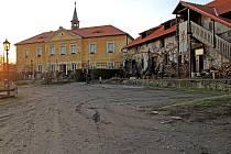 Ve Vysoké Lhotě, místní části obce Čerčany, lze najít také například zámek s chovem koní.