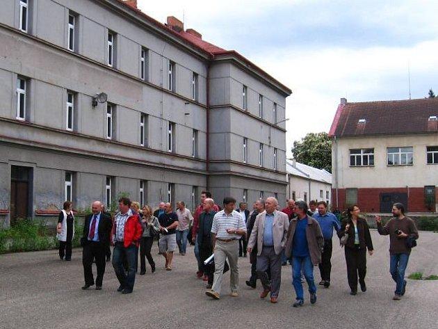 Zastupitelé Benešova schválili bez problémů zadání takzvaného regulačního plánu Táborských kasáren. Vyrostou tu čtyř až šestipodlažní domy s celkovou kapacitou 630 bytů