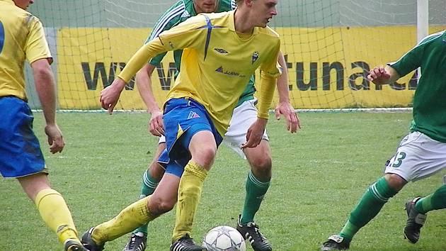 Jakub Bredler (u míče) porážku Benešova od béčka Bohemians neodvrátil.