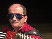 Kapela Kabrňáci hraje už 45 let.