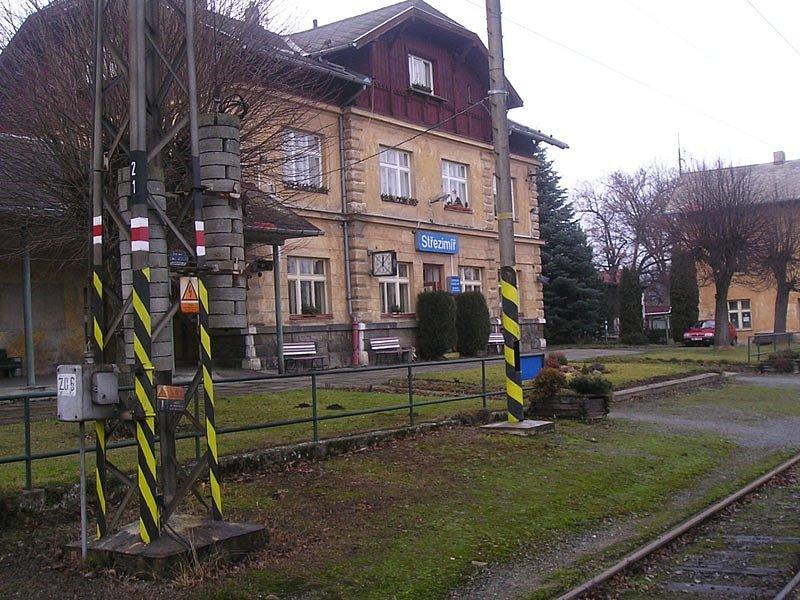 Nádražní budova ve Střezimíři by měla být zachovaná jako památka na Dráhu císaře Františka Josefa.