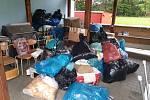 Z činnosti dobrovolných hasičů ve Voticích: dobročinná sbírku oblečení, hraček a dalších věcí.