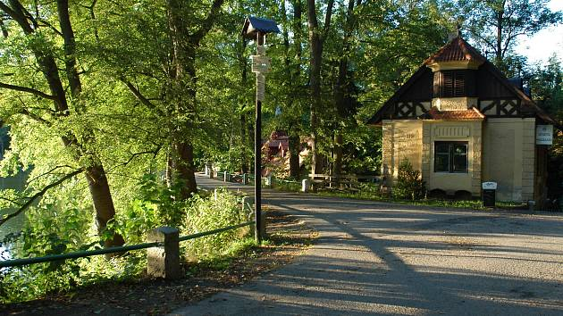 Hráz Konopišťského rybníka