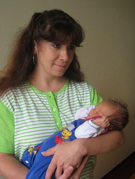 Jiřímu Štěpánkovi a Jitce Korbelové se 1. září ve 21 hodin a 30 minut narodil syn Jiří. Vážil 3,3 kg a měřil 50 cm. Doma v Otročících se na něj těšili sourozenci Andrea (12), Jan (10), Barbora (10) a Štěpánka (7).