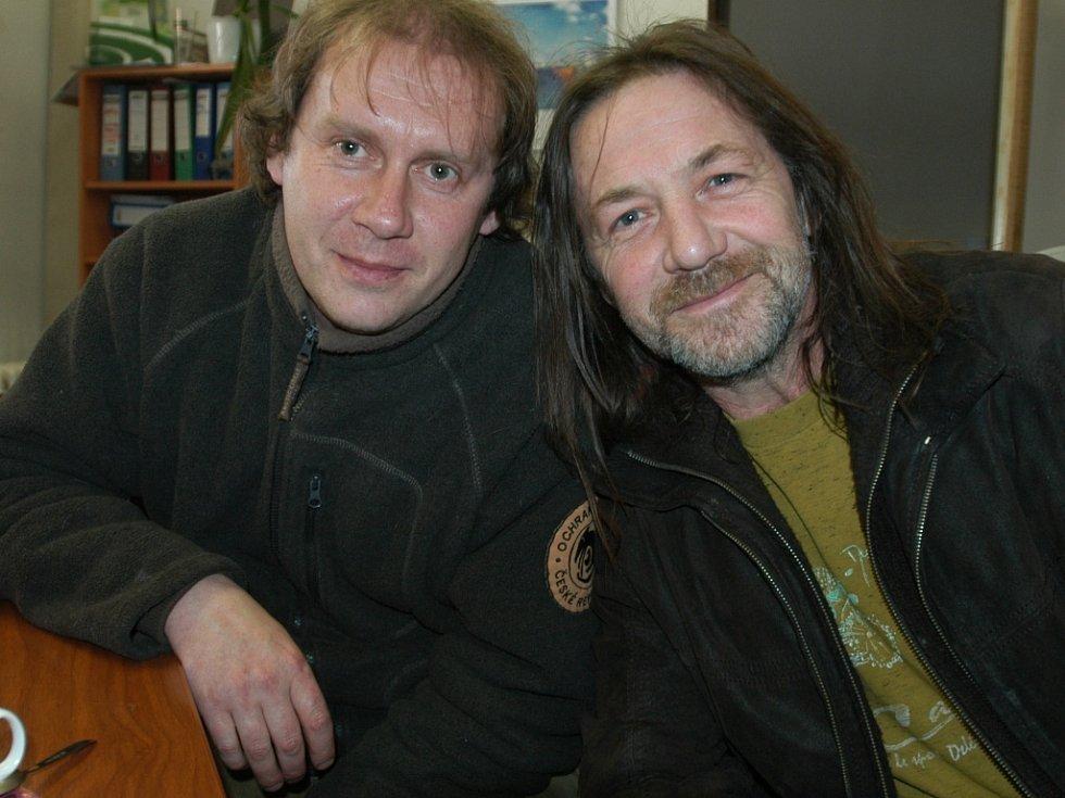 Ochrana fauny a Pavel Křížek (vlevo) spolupracuje i s kapelou Keks a Štěpánem Kojanem.