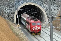 Komu vozbu vlaků EuroCity, InterCity, Expres a Rx přes Benešov stát zadá, určí výběrové řízení na jednotlivé spoje.