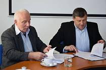 Podepisování memoranda o spolupráci nemocnice a města Benešova.