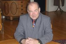 Mojmír Chromý v pracovně starosty Benešova.