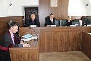Soud s Milanem Musilem, který za úmyslný a další nedbalostní trestný čin odešel od Okresního soudu Benešov s šestiletým nepodmíněným trestem. Rozsudek zatím není pravomocný.