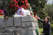 Pomník připomínající setkání I. a II. Ukrajinského frontu maršálů Koněva a Malinovského z 9. května 1945, zachraňuje už více než tři roky vlastními prostředky ruský podnikatel Viktor Kornienko.