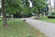 Na náměstí chtějí přetvořit především cesty, přidat koše a lavičky.