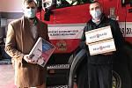 K rozdávání potřebných roušek se připojil i nadační fond REGI Base I Střední Čechy