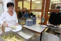 Zvoní klasickým školním kuchyním hrana?