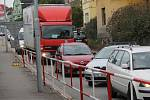 Agónie provozu přes Benešov pokračuje.
