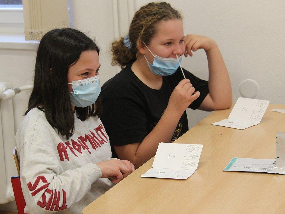 Testování školáků na koronavirus. Ilustrační foto.