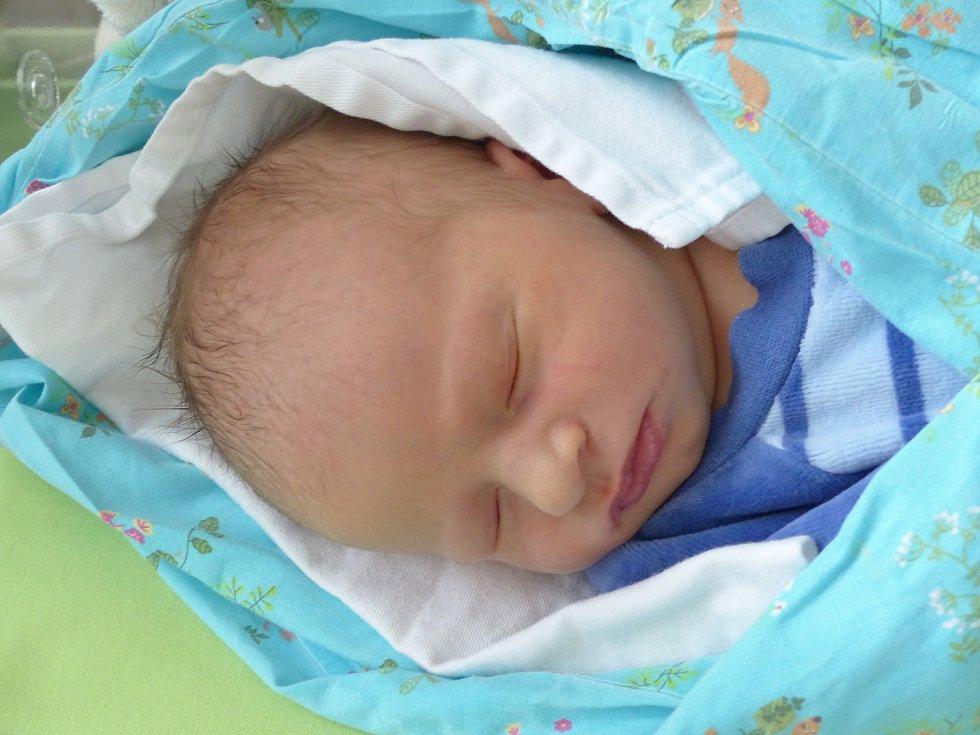 Damián Čerych se narodil 28. února 2021 v kolínské porodnici, vážil 3265 g a měřil 50 cm. V Bečvárech se z něj těší maminka Hana a tatínek Martin.