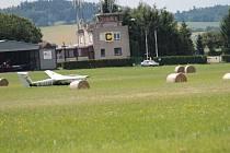 Město Bystřice 30. listopadu řídící věž nesvačilského letiště uzamkne, protože mu kraj ukončil smlouvu.