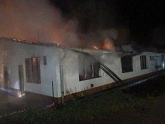 V sobotu v noci hořely v benešovské Křižíkově ulici hned dva objekty.