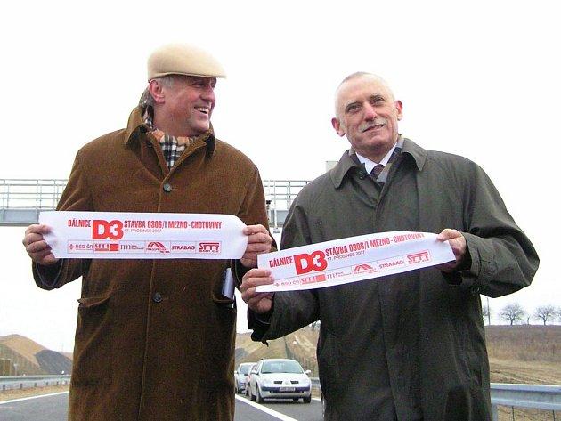 Slavnostní otevření D3  Chotoviny - Mezno se uskutečnilo za účasti premiéra Mirka Topolánka a jihočeského hejtmena Jana Zahradníka dnes v 10 hodin