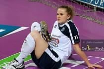 Tereza Vanžurová při rozcvičování před zápasem Novary.
