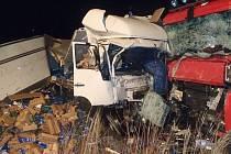 Na místě nehody zasahovali profesionální hasiči z Benešova a dobrovolní z Votic.