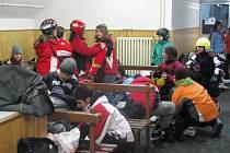 Arktické mrazy sice ledové příkrovy zesílily, přesto si týnecká základní škola raději za bruslením zajela do benešovského zimního stadionu