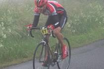 Cyklista Petr Bartoš ve třetím vrchařském závodě, i  za špatného počasí, opět zvítězil a ještě nenašel v seriálu časovek do vrchu přemožitele.