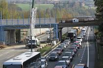 Dálnice D1 končila v Mirošovicích, odkud jezdila vozidla po nově vybudované spojce do Benešova.