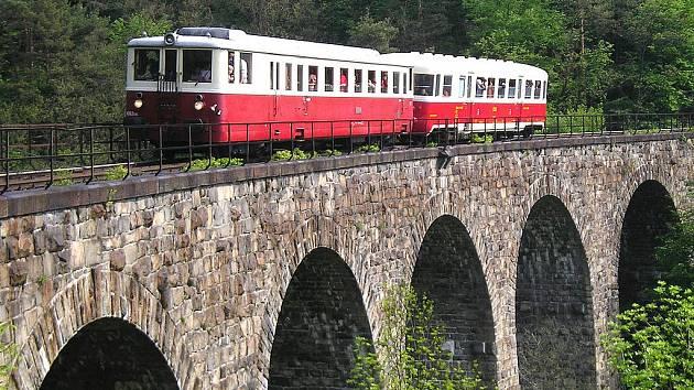 Viadukt u Žampachu mezi Jílovým u Prahy a Davlí.