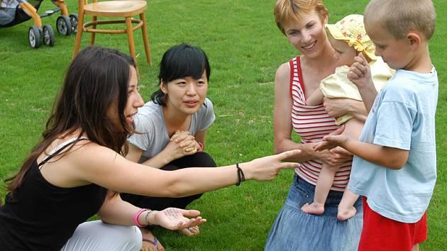Den dětí v Mezně s mezinárodní účastí ze tři kontinentů.
