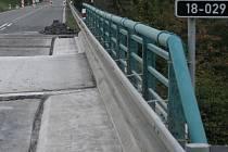 Stav mostu v úterý 9. října po 16. hodině.