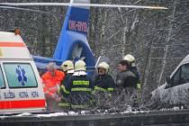 Na 45 kilometru dálnice D1 havarovalo pět osobních aut. Na místě zasahovalo pět posádek sanitních vozů a také jeden vrtulník Letecké záchranné služby.