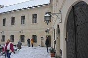 O mimořádné prohlídky hradu Český Šternberk je veliký zájem.